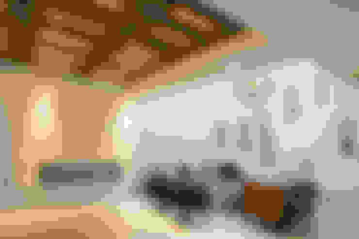 Salas / recibidores de estilo  por TAMEN arquitectura