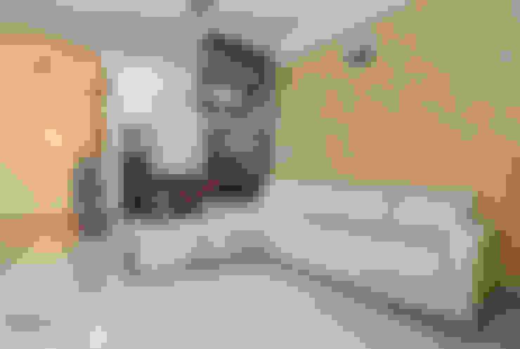 Living Room Interior Design Bangalore:  Living room by Design Arc Interiors