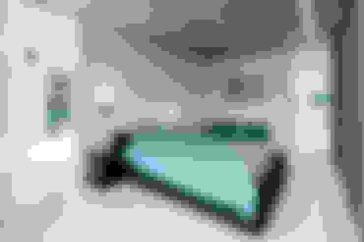 Dormitorios de estilo  por Architectenbureau Dirk Nijsten bvba
