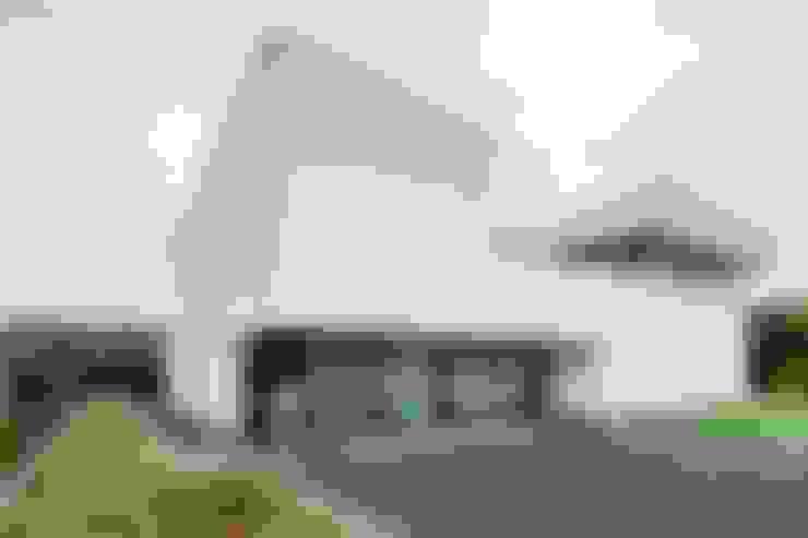 Casas de estilo  por Architectenbureau Dirk Nijsten bvba