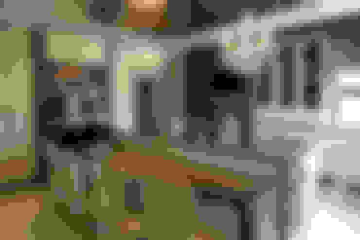 Ebotse Estate:  Kitchen by Tru Interiors