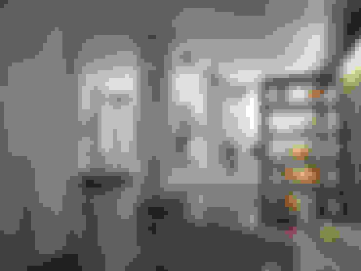 Дом у большой воды: Коридор и прихожая в . Автор – премиум интериум