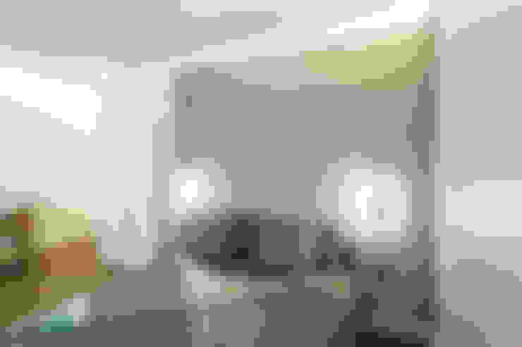 Dormitorios de estilo  por PLUS ULTRA studio