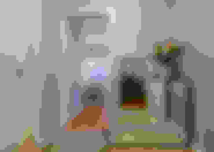 Corridor & hallway by Stoc Casa Interiores