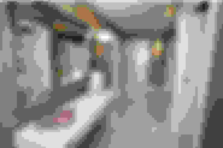 Make every room a new adventure.....:  Corridor & hallway by Graeme Fuller Design Ltd