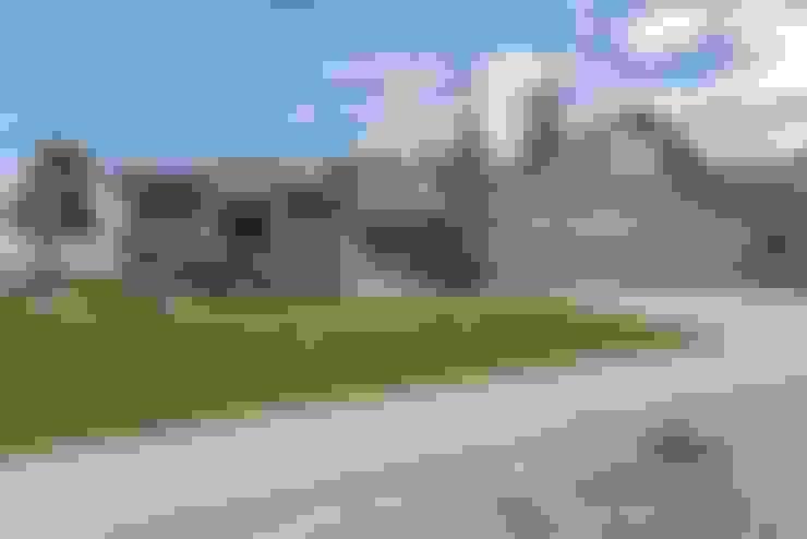 外觀-前院及車庫:  房子 by monaco design