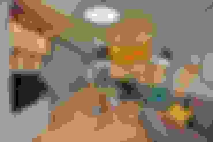 Living room by Студия дизайна Дмитрия Артемьева 'Prosto Design'