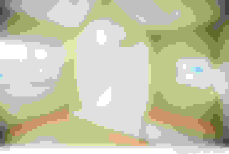 Corridor & hallway by 소하  건축사사무소    SoHAA
