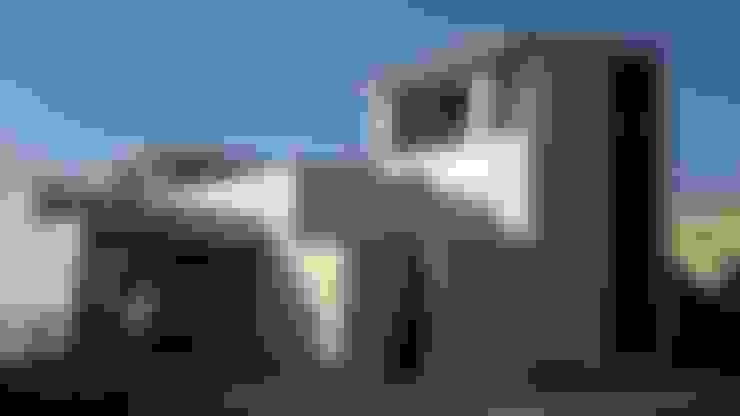 Houses by 勝暉建築工程行