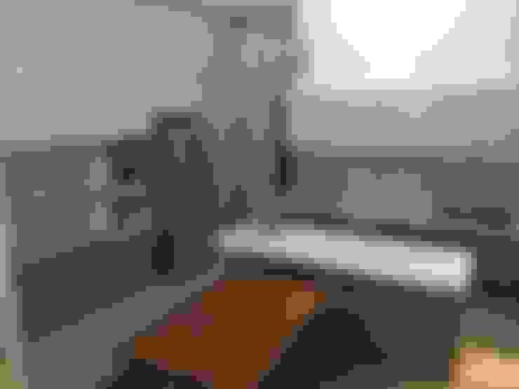 Kitchen by 勝暉建築工程行