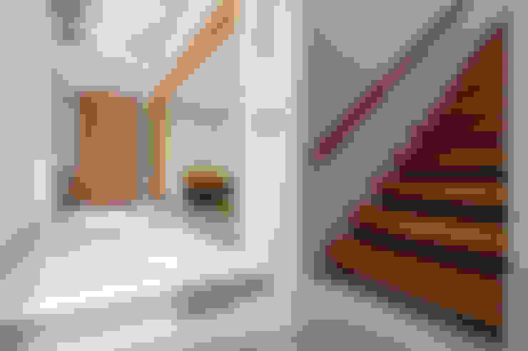 Ingresso & Corridoio in stile  di 有容藝室內裝修設計有限公司