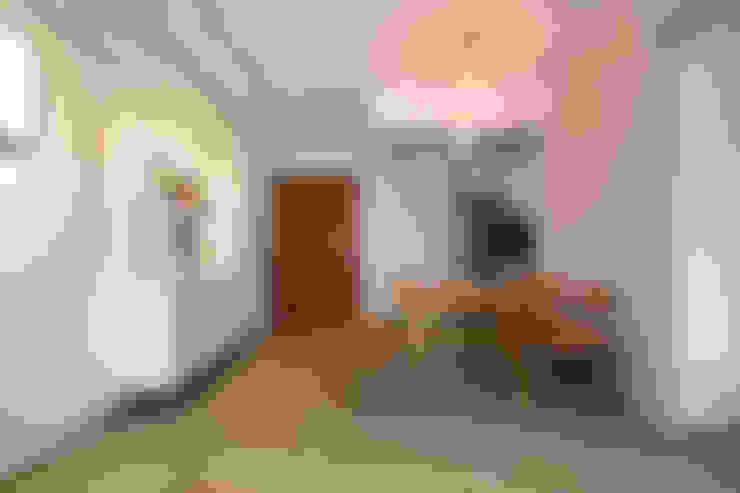 HDB Blk 429A Yishun:  Dining room by Renozone Interior design house