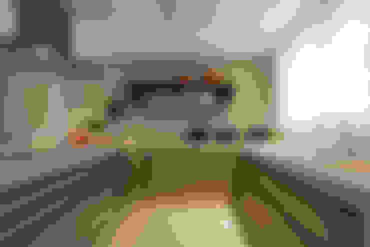 Apartamento De Verão : Cozinhas  por Renata Basques Arquitetura e Design de Interiores