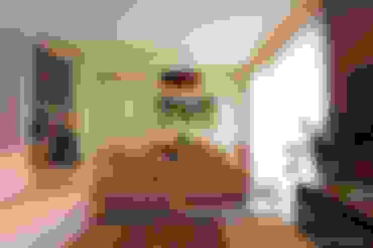 Ruang Keluarga by Angelica Hoffmann Arquitetura e Interiores