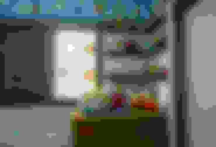 Cuartos infantiles de estilo  por Camarina Studio