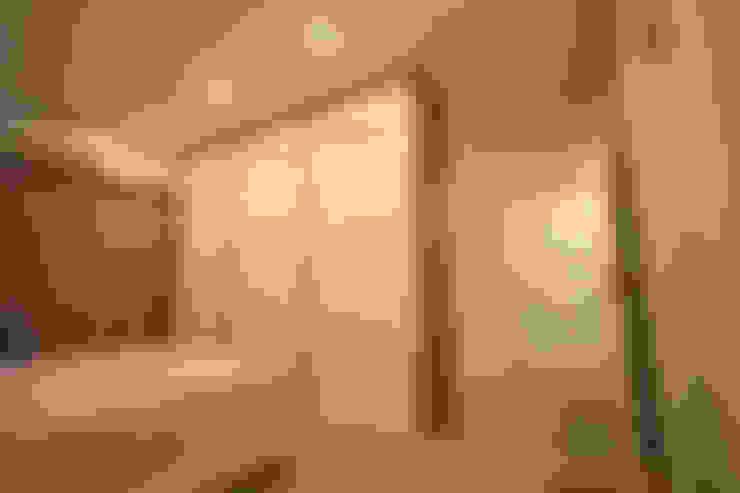 主臥室衣櫃:  臥室 by 協億室內設計有限公司