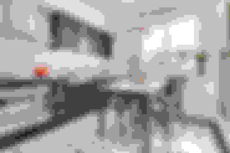 Cocinas de estilo  de 爾聲空間設計有限公司