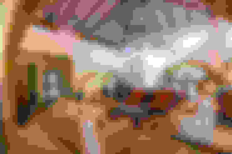 Salas / recibidores de estilo  por M+P Architects Collaborative
