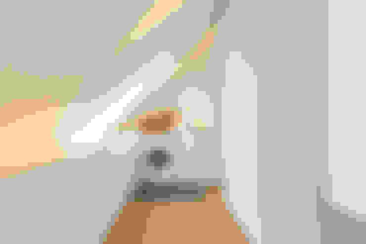 Closets de estilo  por BESPOKE GmbH // Interior Design & Production