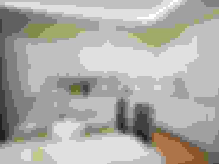 ГЕОМЕТРИЯ ЦВЕТА: Кухни в . Автор – Мастерская интерьера Юлии Шевелевой