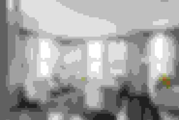 Living room by Lorna Gross Interior Design