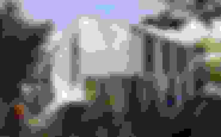 Casas de estilo  de SUPERFICIES Estudio de arquitectura y construccion