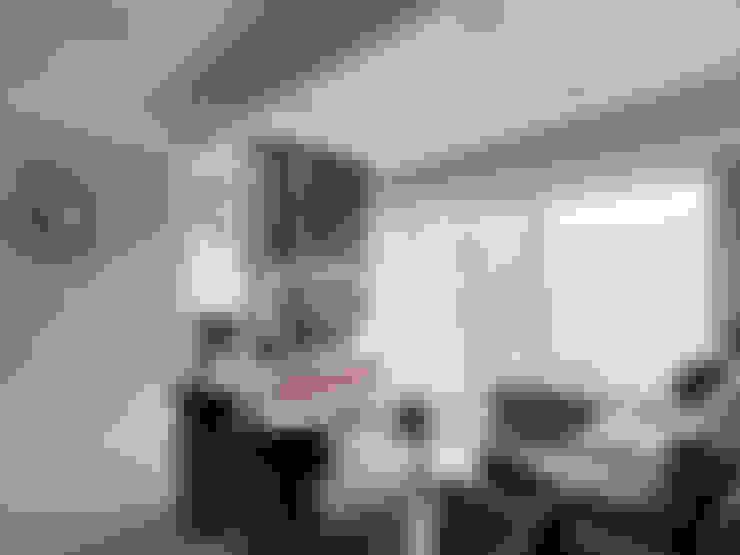 理性格局~感性生活自然蔓延:  客廳 by 大集國際室內裝修設計工程有限公司