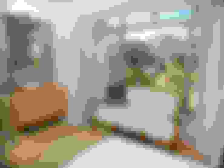 bedroom en suite:  Bedroom by Till Manecke:Architect