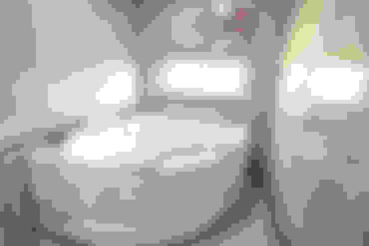 Salle de bains de style  par 로이하우스