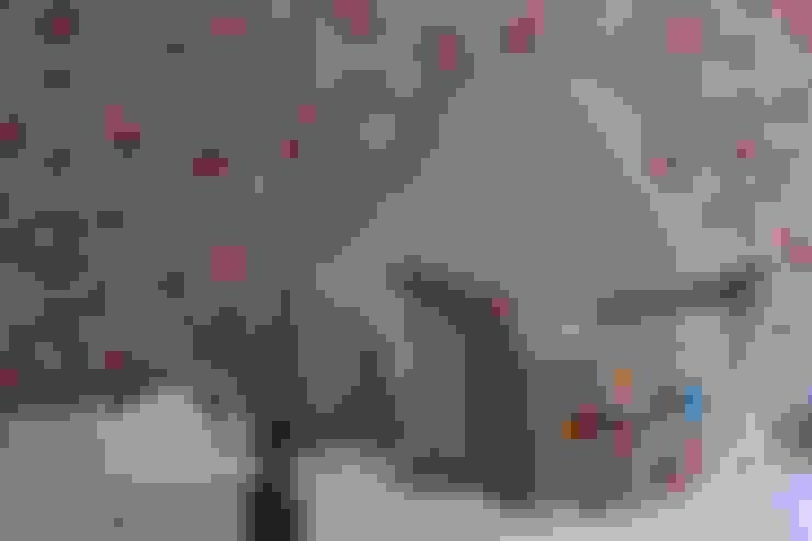 Nursery/kid's room by Taryn Flanagan Interiors