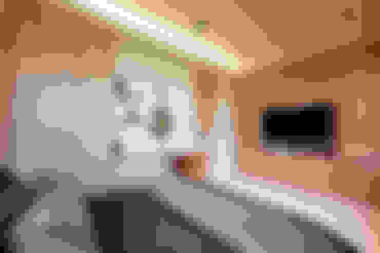 Dormitorios de estilo  por 沐設計