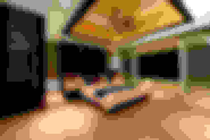 Phòng ngủ by Studio K-7 Designs Pvt. Ltd