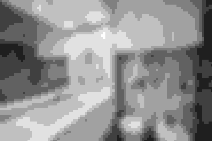 Bathroom by NOVACOBE - Construção e Reabilitação, Lda.