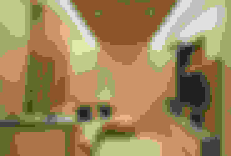 غرفة المعيشة تنفيذ Architettura & Interior Design 'Officina Archetipo'