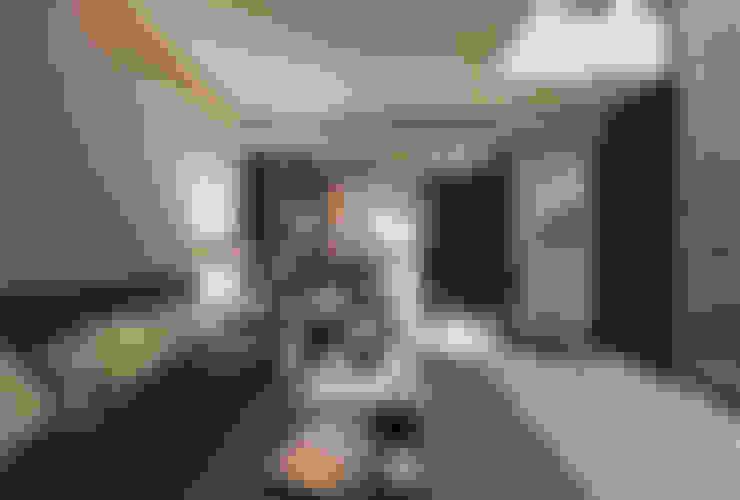 Salas / recibidores de estilo  por 芸采創意空間設計-YCID Interior Design
