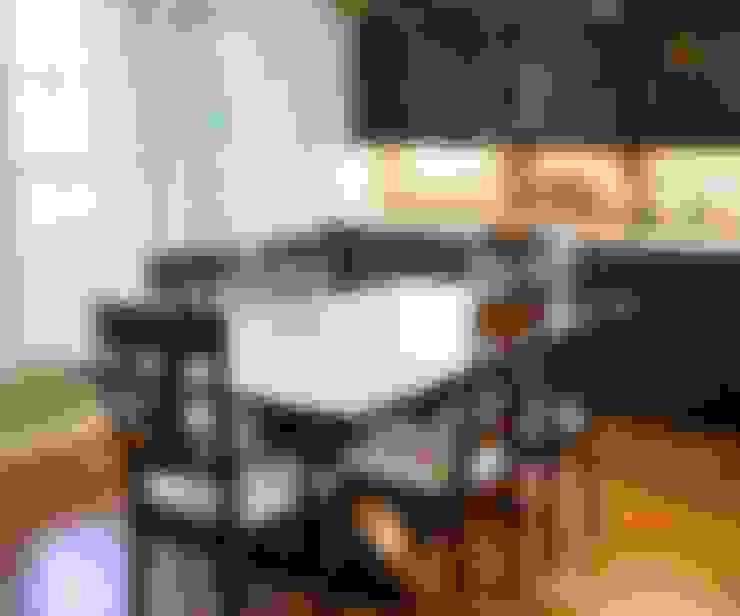 Phòng ăn by Lux Design Associates