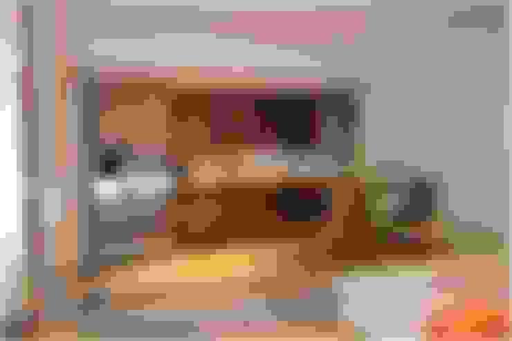 Living room by OR Arquitectura y Construcción