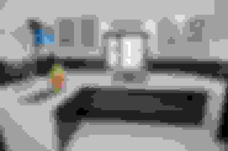 Shah Parivar Bungalow:  Kitchen by ZEAL Arch Designs