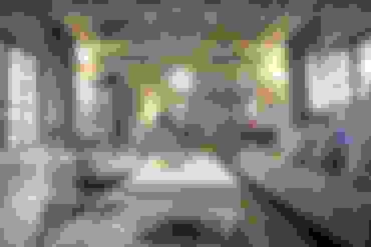 White River Manor:  Living room by Principia Design