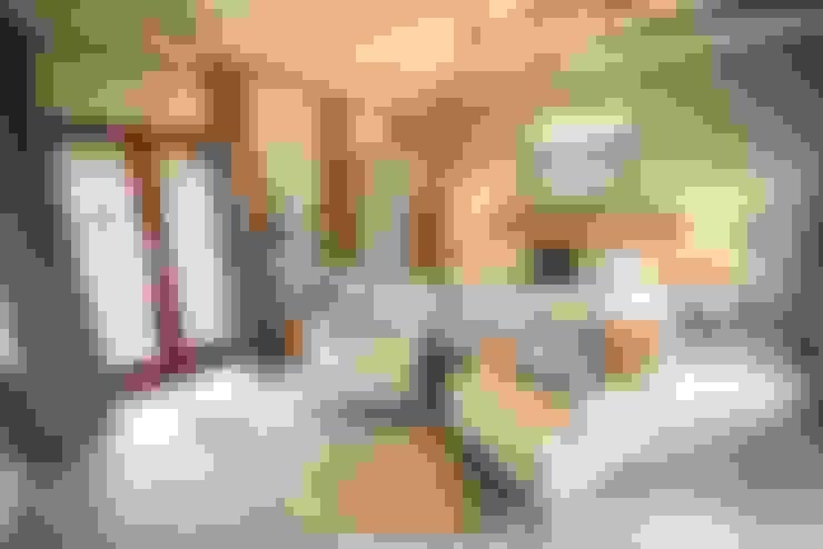 White River Manor:  Bedroom by Principia Design