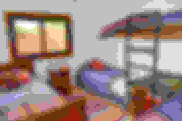 Camera da letto in stile  di AtelierStudio