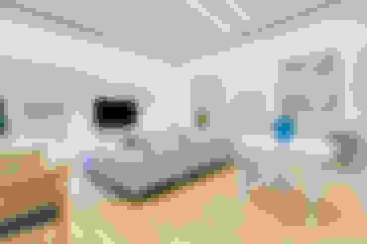 Living room by SERENA ROMANO' ARCHITETTO