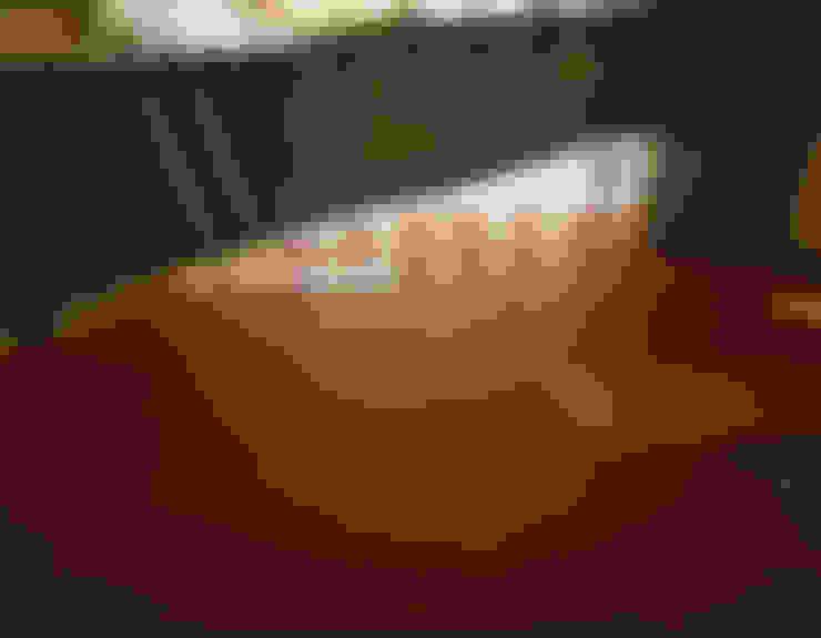 Corridor & hallway by 鼎爵室內裝修設計工程有限公司