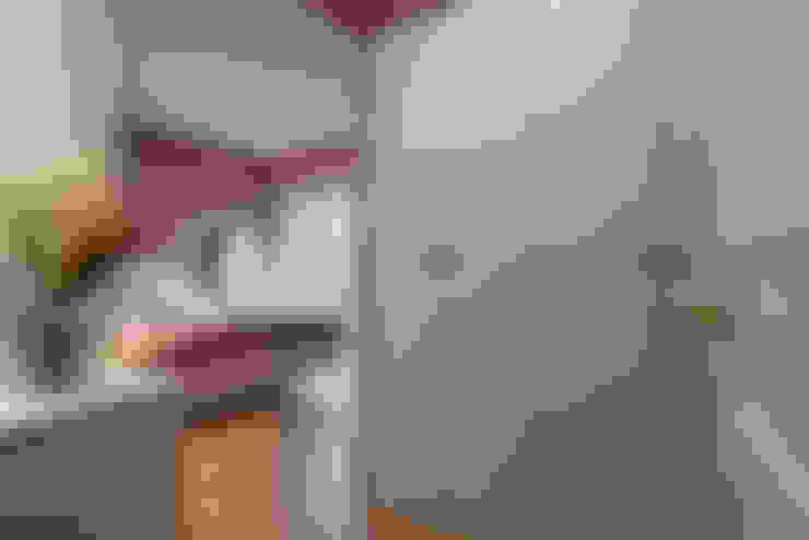 Camera da letto in stile  di Glocal Architecture Office (G.A.O) 吳宗憲建築師事務所/安藤國際室內裝修工程有限公司