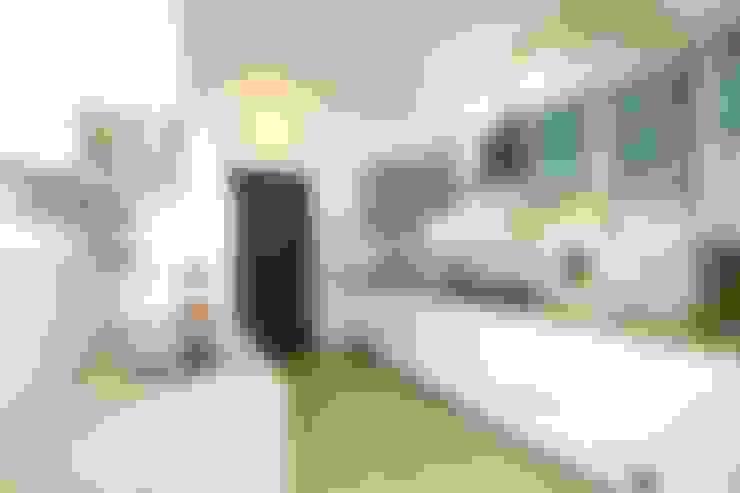 Modern Minimal parallel kitchen:  Kitchen by Design Species