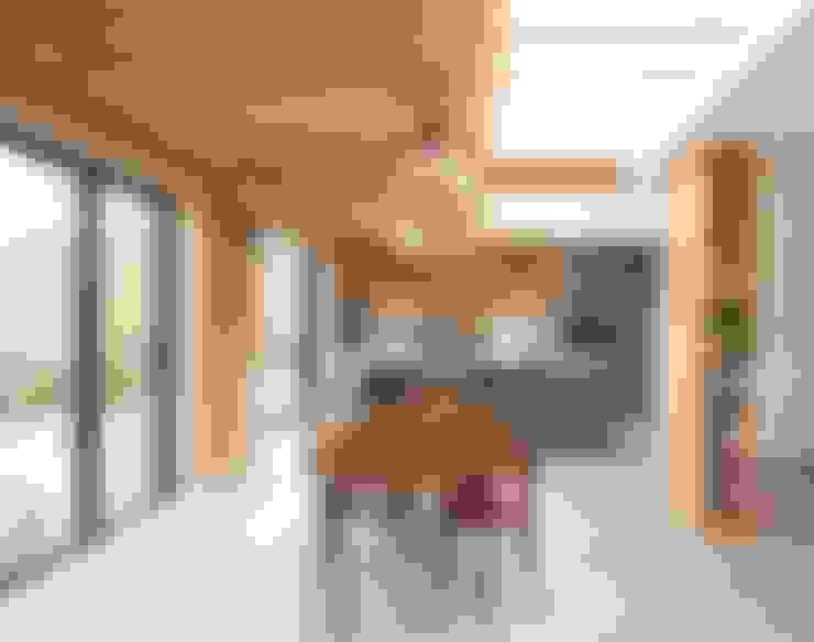 Dining room by Bradley Van Der Straeten Architects