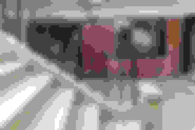 메인 중정: atelier longo 아뜰리에 롱고의  주택