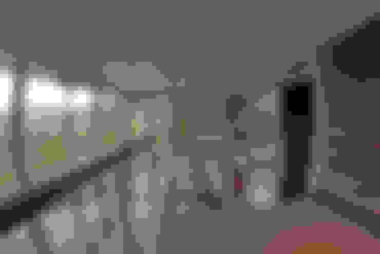 PUENTE TRANSLUCIDO: Pasillos y hall de entrada de estilo  por Directorio Inmobiliario