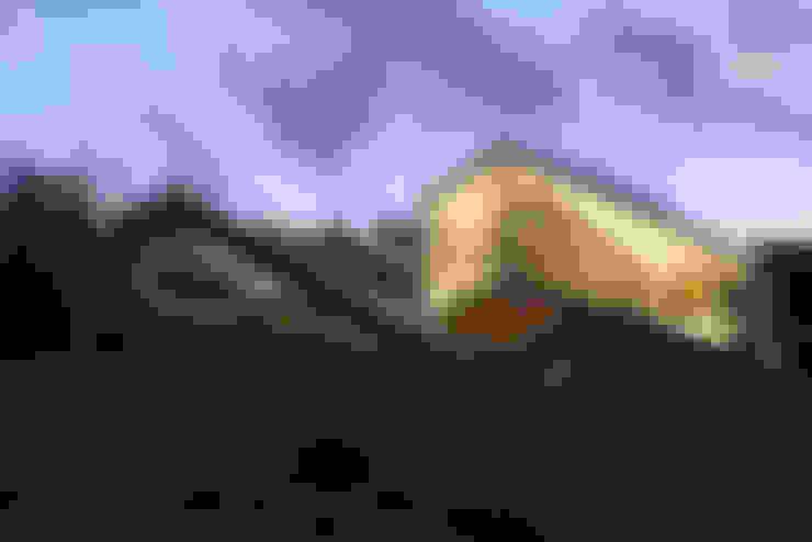 VISTA DE ACCESO RAMPAS DE ACCESO CON ILUMUNACION A MEDIA TARDE: Casas de estilo  por Directorio Inmobiliario