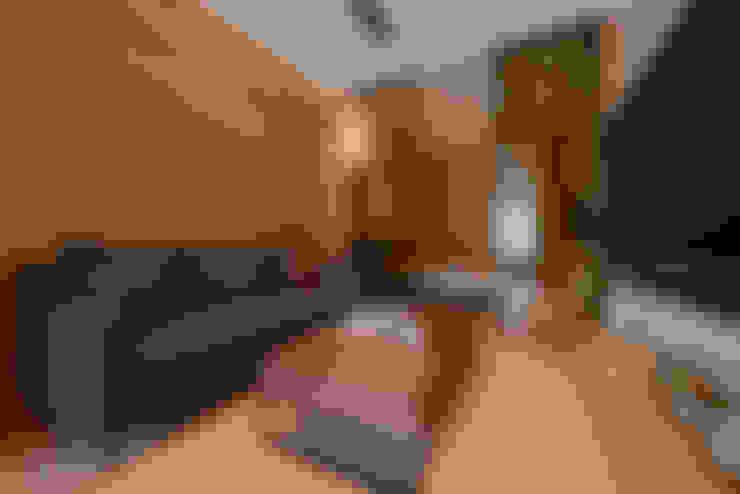 木質系溫暖宅:  客廳 by kimico.liu